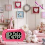 ZHPUAT Réveil Grands Chiffres 24H à Pile avec Snooze en Silicone,Lumière Colorée,Antichoc,Idéal Cadeau pour l'Enfant,Alarme Progressive,Numérique,Électronique,Pratique(Rose) de la marque ZHPUAT image 6 produit